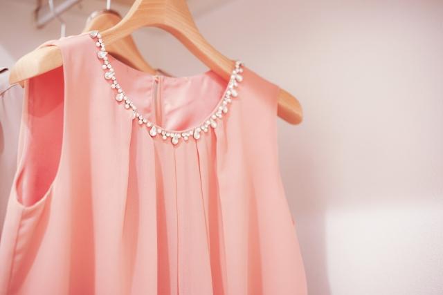 可愛いノースリーブの服